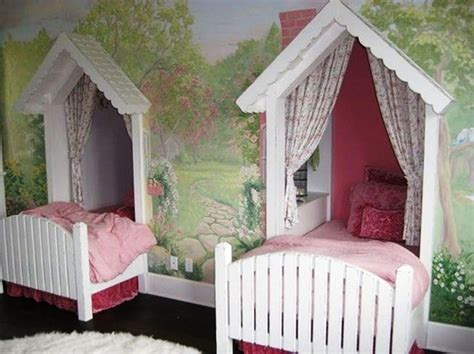 Twin-canopy-beds-for-girls.jpg (1047×784)