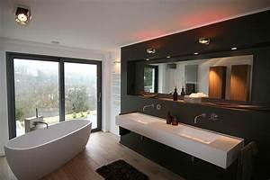 Moderne Badezimmer Fliesen : badgestaltung mit freistehender wanneoffene gem tlichkeit die freistehende badewanne mit blick ~ Sanjose-hotels-ca.com Haus und Dekorationen