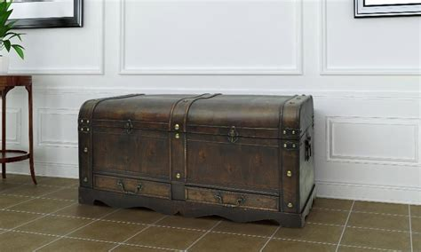 coffre table basse en bois brun d 233 cor pirate