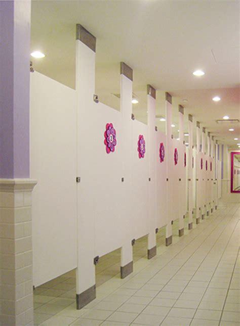 Mavi New York Solid Plastic Toilet Partitions   Mavi NY