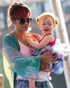 Lily Allen's daughter Ethel joins her as she rehearses for ...