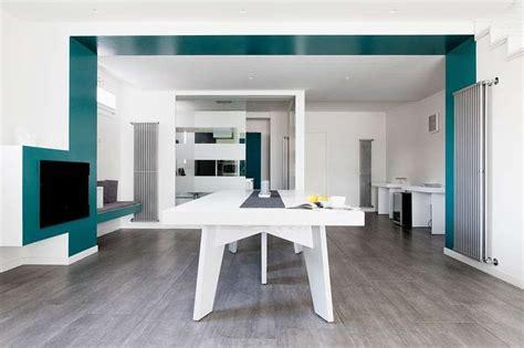 pittura sala da pranzo idee per arredare il soggiorno con il color verde petrolio