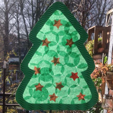 Fensterbild Weihnachten Mit Kindern Basteln by Der Weihnachtsbaum F 252 R S Fenster Oder Bastelidee F 252 R