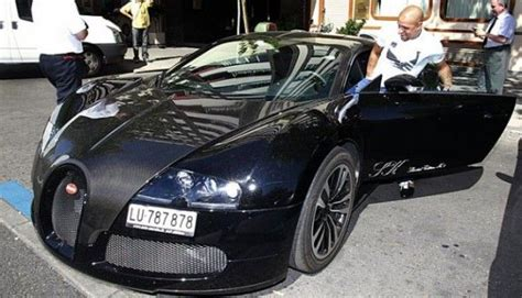 For a veyron, the least expensive model at $1.7 million, an oil change costs $20,000 to. Former Real Madrid player Roberto Carlos in a new Bugatti Veyron #football #soccer | Celebrity ...