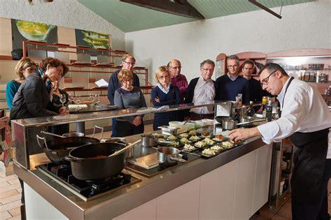 cours de cuisine grand chef atelier et cours de cuisine avec un grand chef de la préparation à la dégustation les
