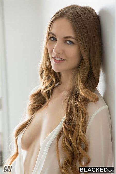 'Hot Wife 2' | AVN