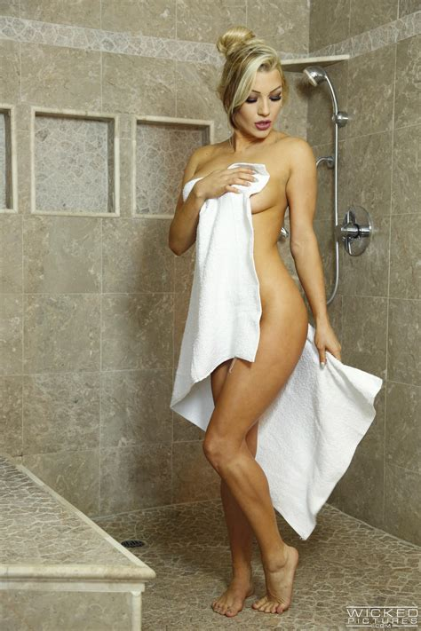 Gorgeous Blonde Likes Sex In The Shower Photos Cameron Dee Milf Fox