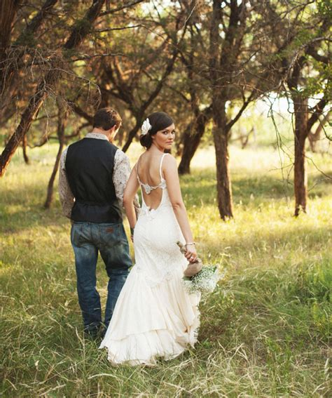 12012 country wedding photography poses rustic vintage ranch wedding at perini ranch