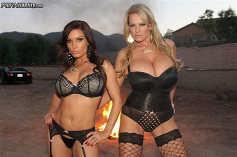Diamond Foxxx In A Threesome With Kelly Madison Pichunter