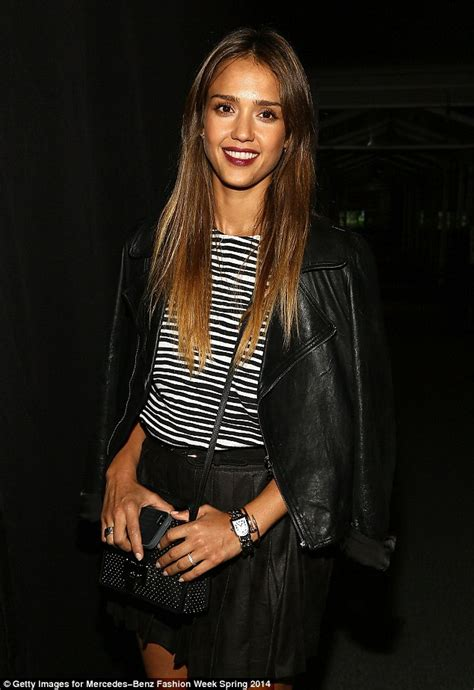 shes  figuring   shorter style jessica alba