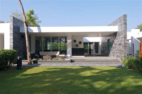 minimalist bungalow  baroda india  atelier dnd
