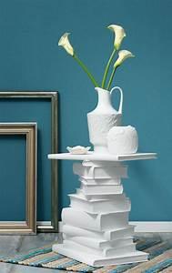 Tisch Aus Büchern : kleiner beistelltisch aus wei gemalten b chern sch ner leben ganz einfach pinterest tisch ~ Buech-reservation.com Haus und Dekorationen