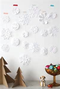 DIY Christmas Paper Snow Flakes
