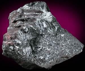 Photographs of mineral No. 40985: Manganite from Nova ...