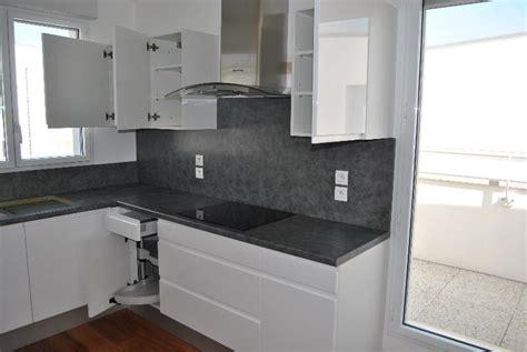 cuisine blanche et grise moderne