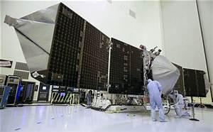 US spacecraft enters Mars orbit, India probe next (Update)