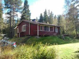 Wochenendhaus Am See Kaufen : schweden kleines rotes ferienhaus im wald an kleinem see zu verkaufen in vretstorp ~ Frokenaadalensverden.com Haus und Dekorationen