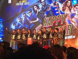 Shah Rukh Khan's king size treat at Happy New Year trailer ...
