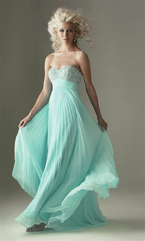 la robe bleue marine  ses nuances en