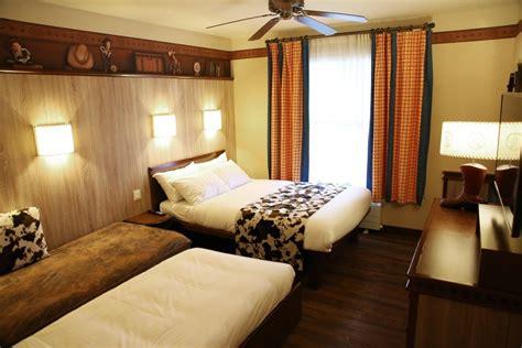 chambre hotel cheyenne relooking pour le disney s hotel cheyenne disneyland