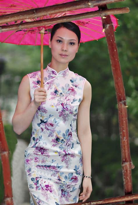앗싸리 고 검정하이힐에 치파오 입고 중국전통우산까지 든