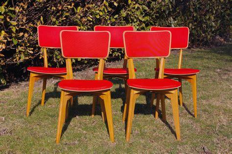 chaises rouges chaise bois vintage images