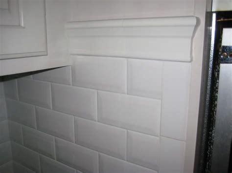 Tile Backsplash Edge Finishing : Beveled Edge Subway Tile Kitchen Backsplash