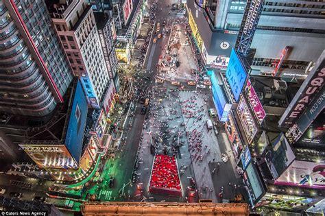 Photographer films moment he balances above New York's ...