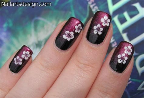 Nail Arts Latest Designs : Easy Flower Nail Art Designs