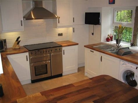 Brick Kitchen Cupboards by Country Style Kitchen Painted White Shaker Oak