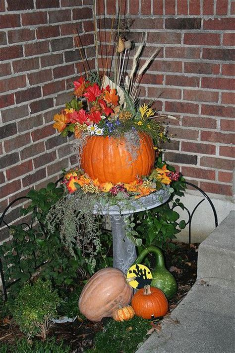 Decorating Ideas For Fall Outside by Best 25 Outside Fall Decorations Ideas On