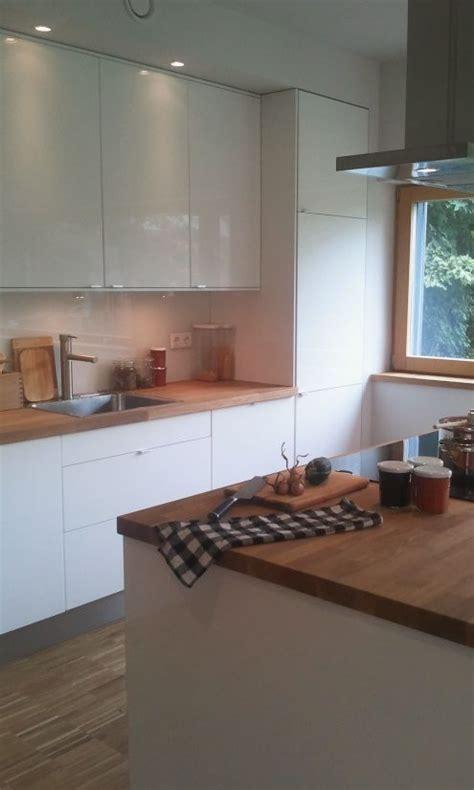 Küche Weißhochglanz Mit Holzarbeitsplatte Küchen