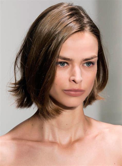 Krótkie fryzury są coraz bardziej popularne! Krótkie fryzury wiosna-lato 2018 - Krótkie fryzury to hit 2018 roku. Jakie strzyżenie warto ...