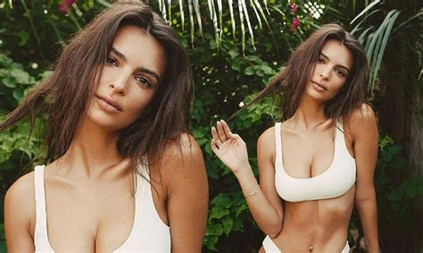 Emily Ratajkowski shows off her phenomenal beach body in ...