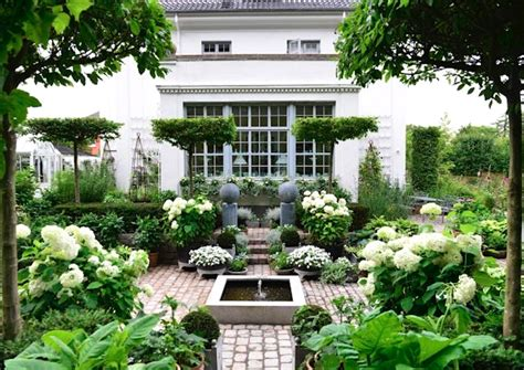awesome home interiors claus green and white garden laurel home