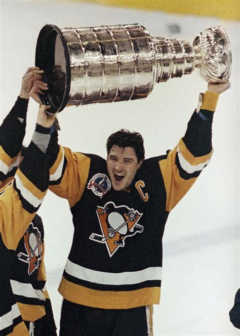 ap penguins lemieux statue hockey  hkn file usa mn
