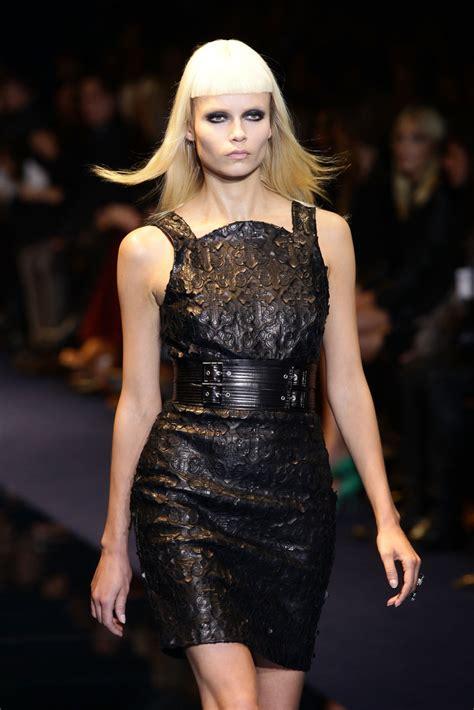 natasha poly   versace runway milan fashion week womenswear autumnwinter