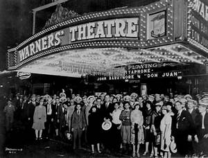 Broadway Theatre 1920s | First-nighters posing for the ...