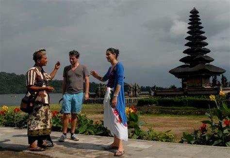 contoh percakapan turis  pemandu wisata
