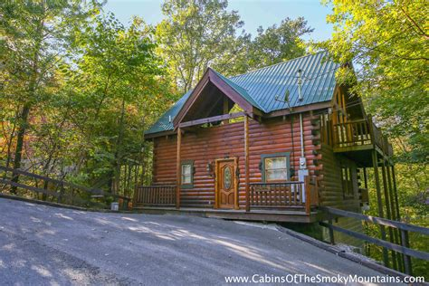 cabin in pigeon forge 2 bedroom cabins in gatlinburg pigeon forge tn