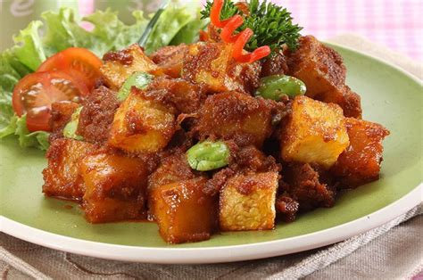 Anda bisa membuatnya untuk menu makan yang lebih berselera. Variasi Resep Sambal Goreng Kentang, Cepat Matang dan Enak!