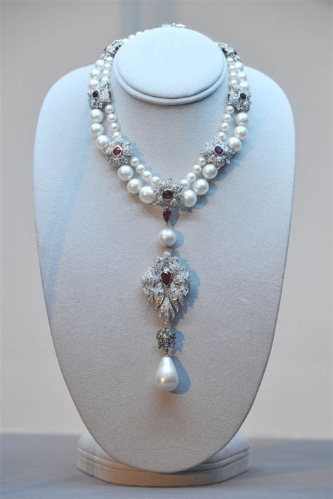 la peregrina pearl   gems   time  cut