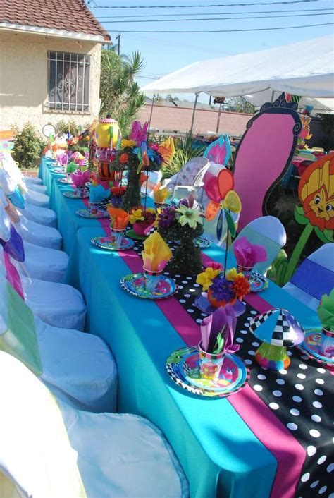 alice and wonderland table decorations alice in wonderland mad hatter birthday party ideas