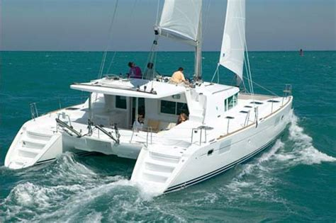 Catamaran Que Es by A Type Of Boat That S Right For Your Liveaboard Lifestyle