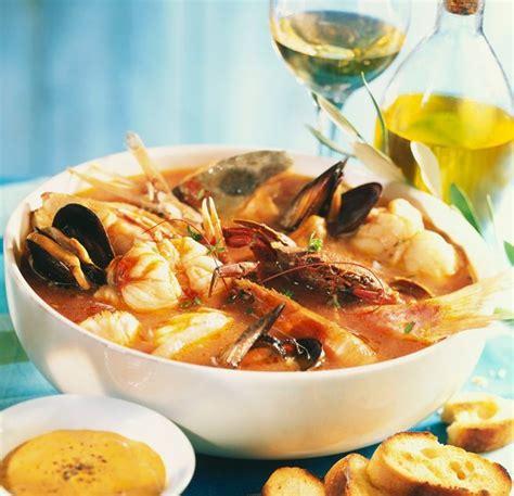 spécialité marseillaise cuisine la bouillabaisse de marseille français gastronomie