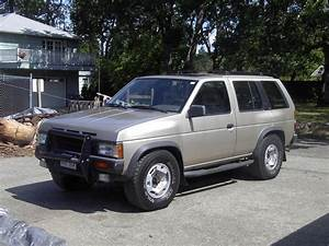 Phlysrides 1992 Nissan Pathfinder Specs  Photos