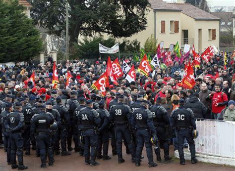 comite d entreprise renault siege photos goodyear les salariés devant le siège de rueil