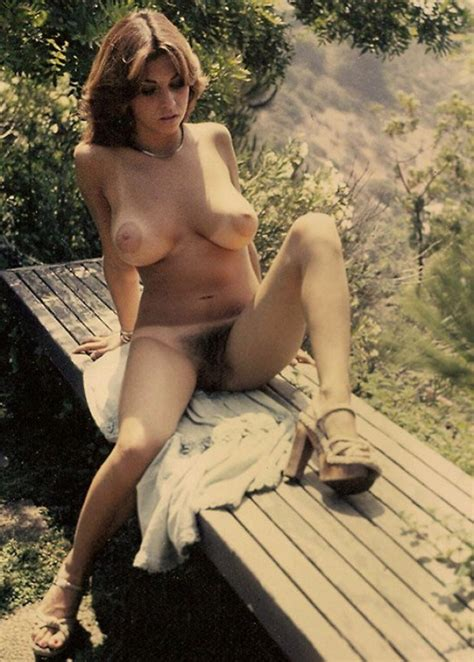Beautiful Retro Milf Is Naked Outdoors