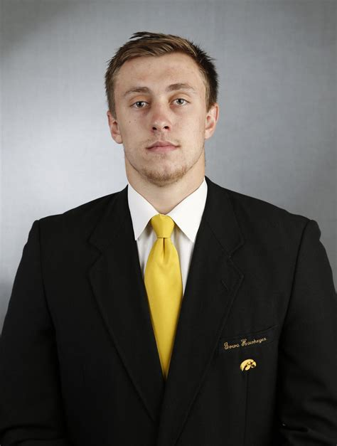 kittle prepares  lead young hawkeye tight ends iowa