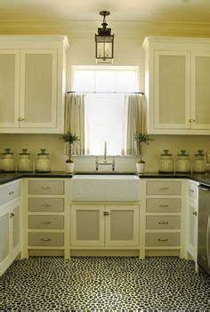 two tone kitchen cabinet doors 1000 images about kitchen cabinets on 8613